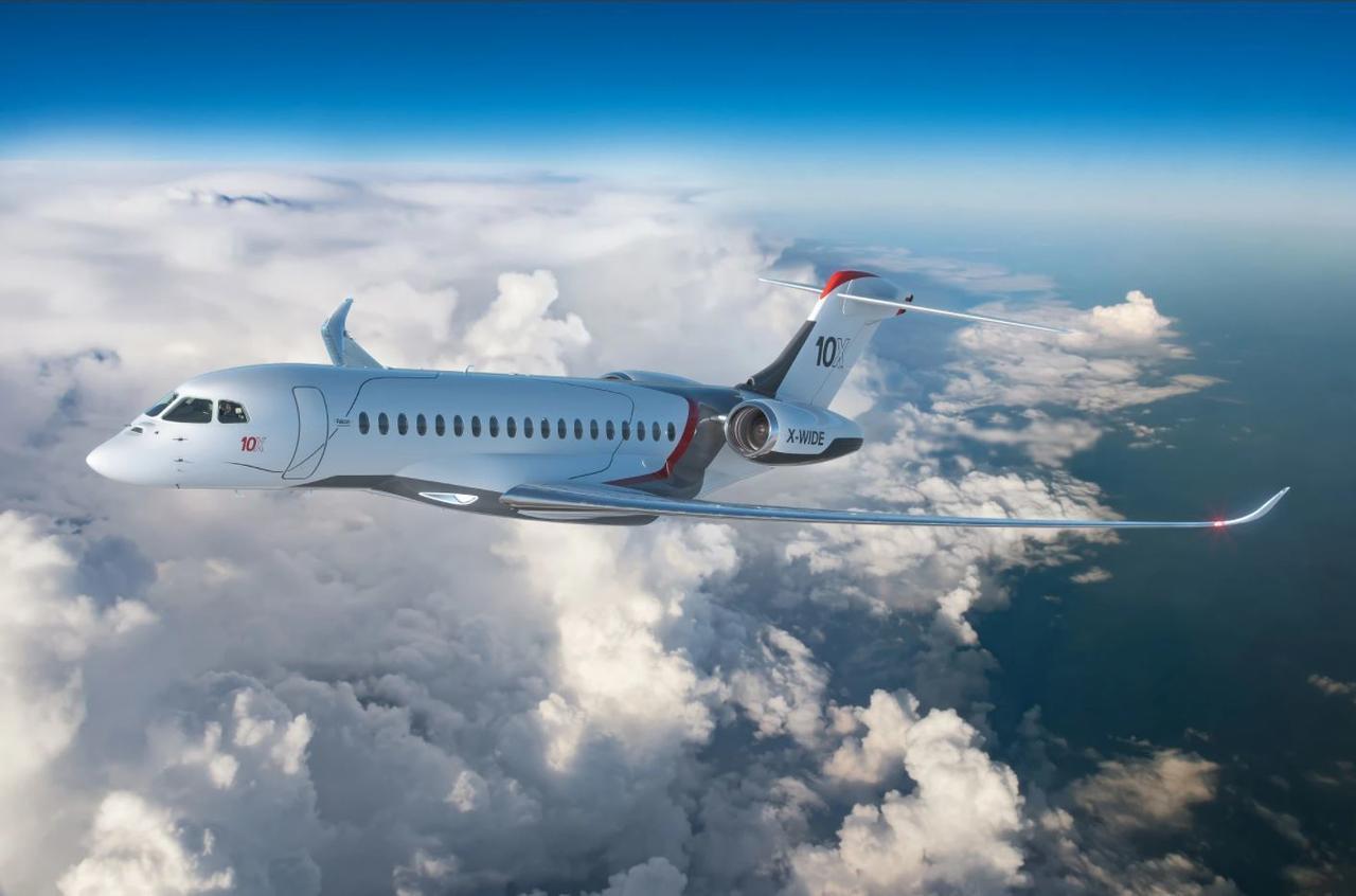 Dassault представил бизнес-джет Falcon 10X с самым большим салоном и дальностью полета 13 900 км на одной заправке