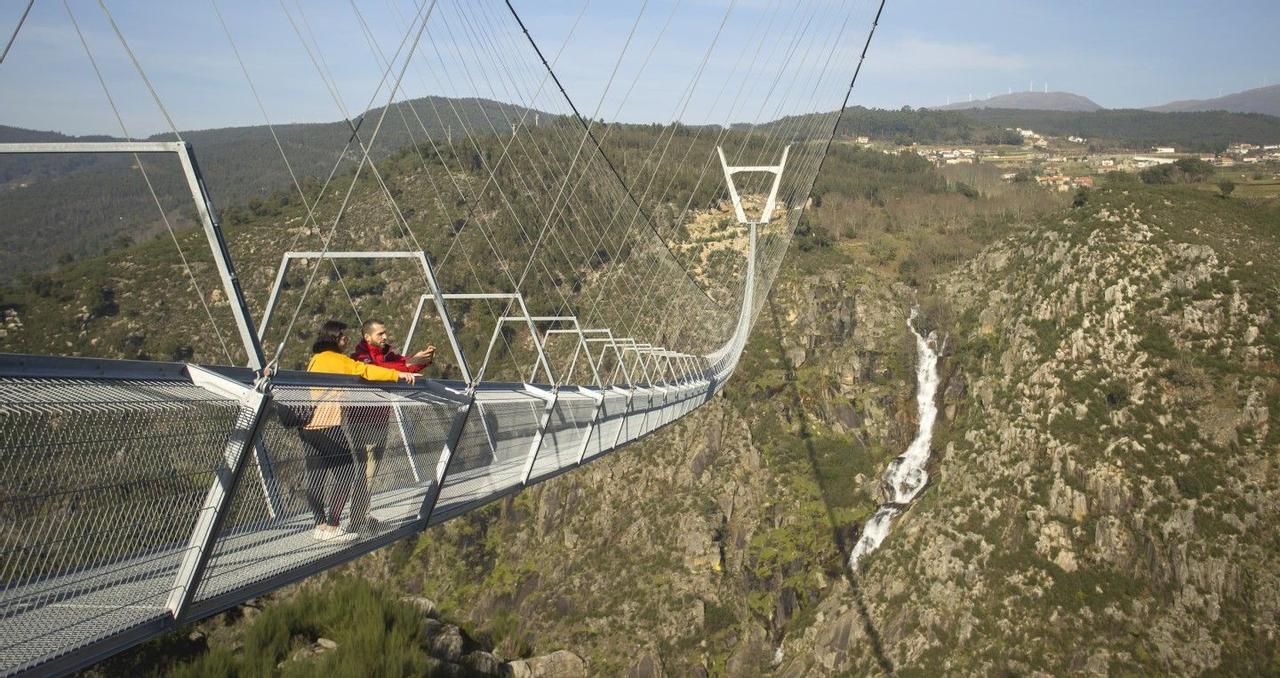 Самый длинный в мире подвесной пешеходный мост достиг в длину 516 метров