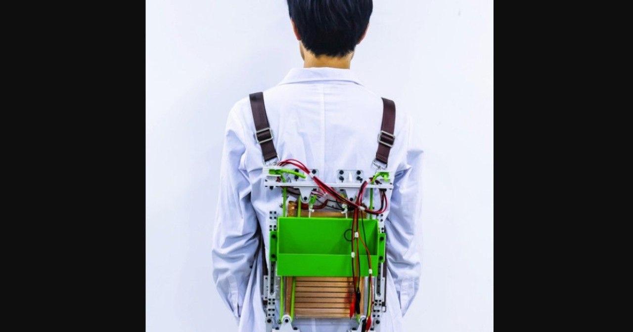 Рюкзак Tsinghua сам вырабатывает электричество и делает груз на 20 % легче