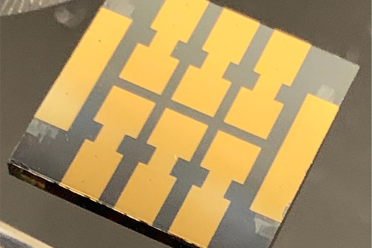 Ученые разработали более стабильный тип солнечного элемента из перовскита, в котором  используется «молекулярный клей»