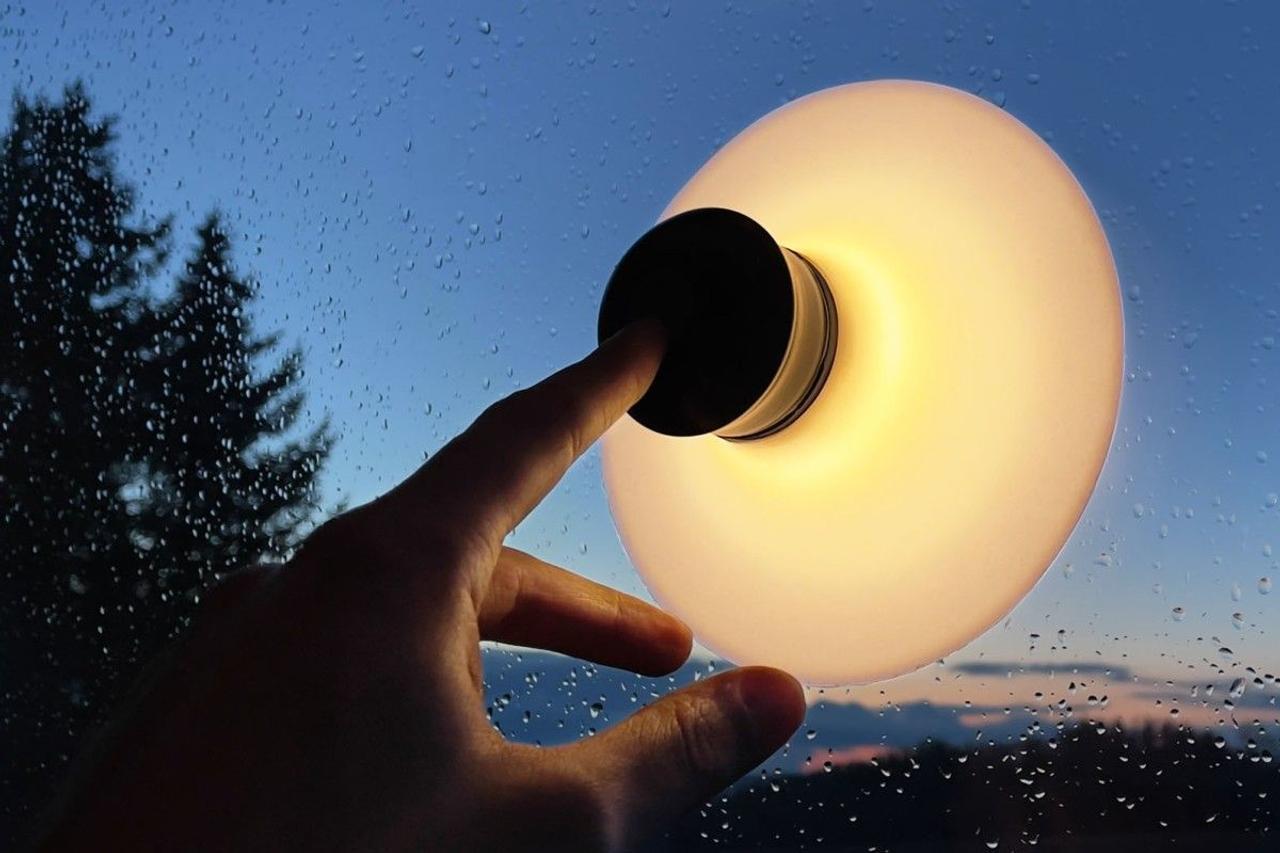 Инновационная лампа на присоске идеально подходит для путешествий и пригодится в быту