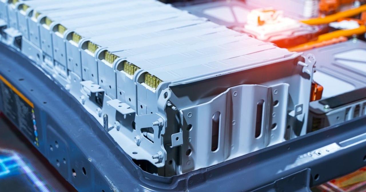 Роботизированная система разбирает аккумуляторы электромобилей для переработки в 10 раз быстрее человека
