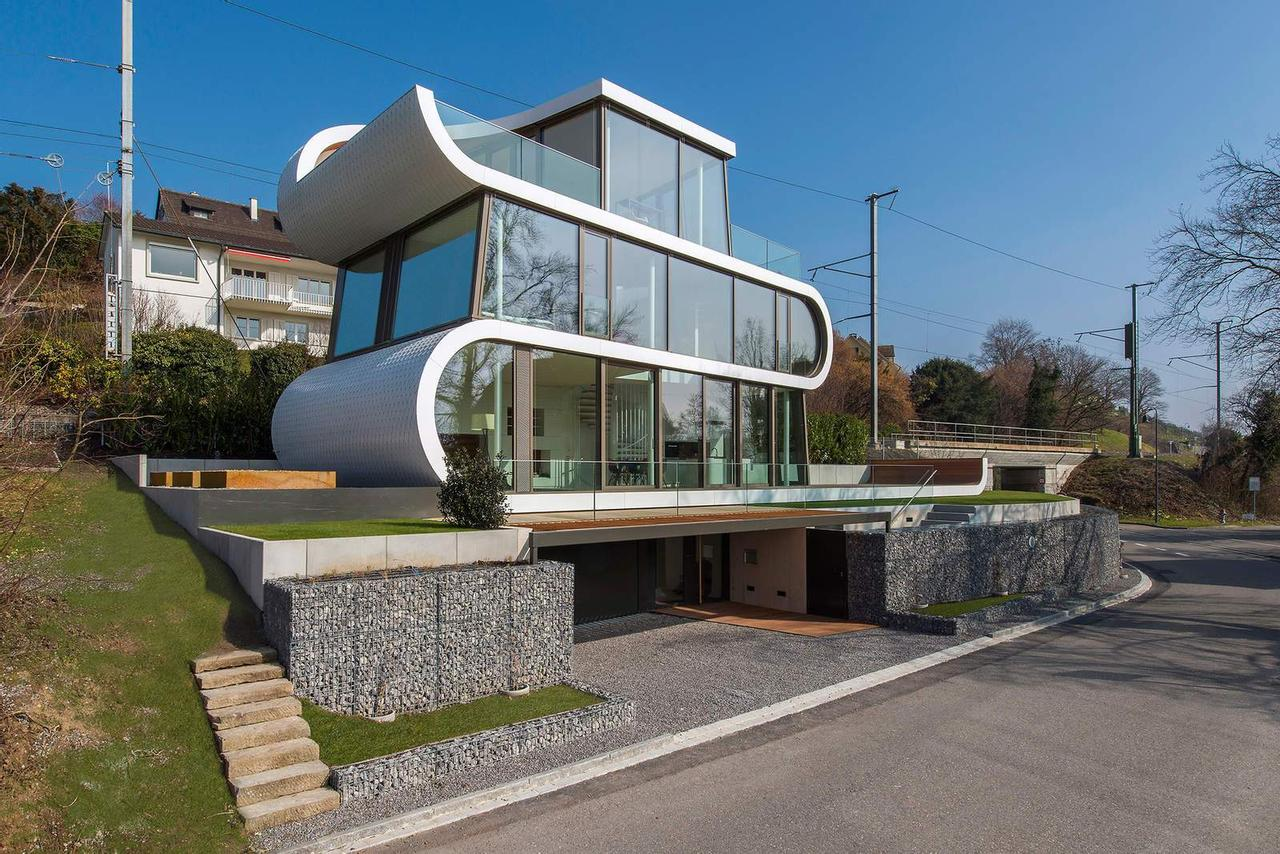 Согните кусок металла, заполните пустые пространства окнами, и вы получите гибкий дом Flexhouse
