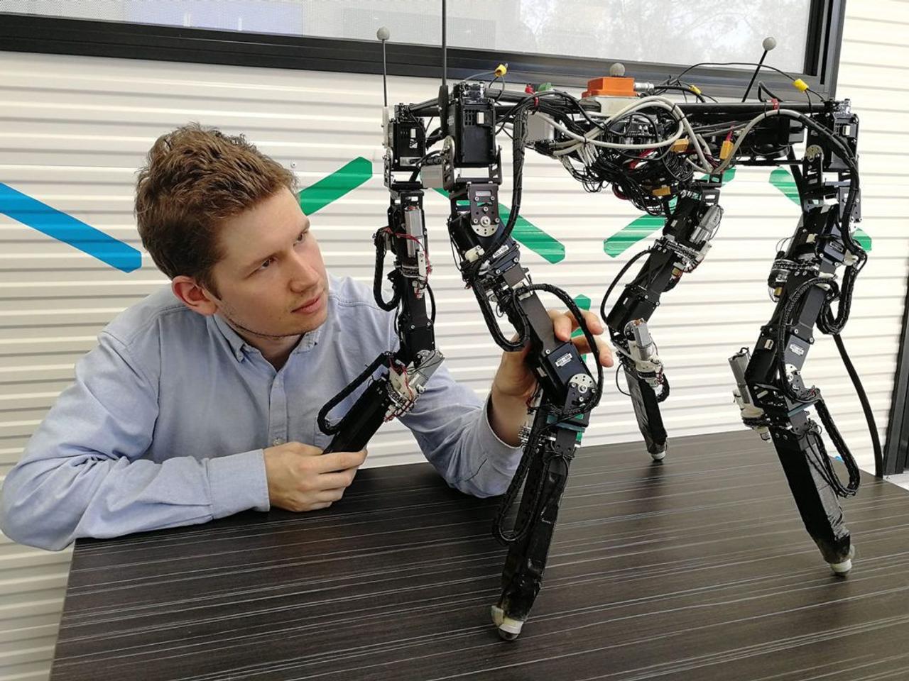 Самообучающийся робот использует искусственный интеллект для изменения формы тела