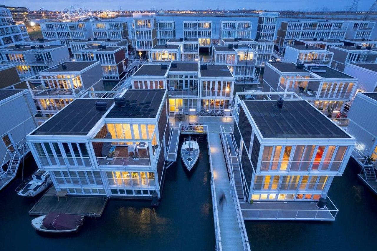 Плавучие дома в Амстердаме, Waterbuurt, адаптируются к повышению уровня моря и находят спокойствие вдали от города