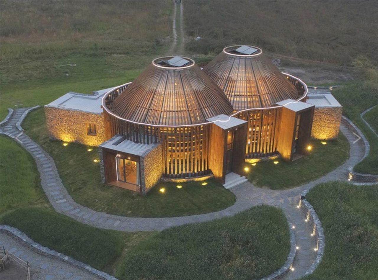 Китайский центр-библиотека Mulan Weichang Vistor Centre сочетает дикую природу и многовековую историю