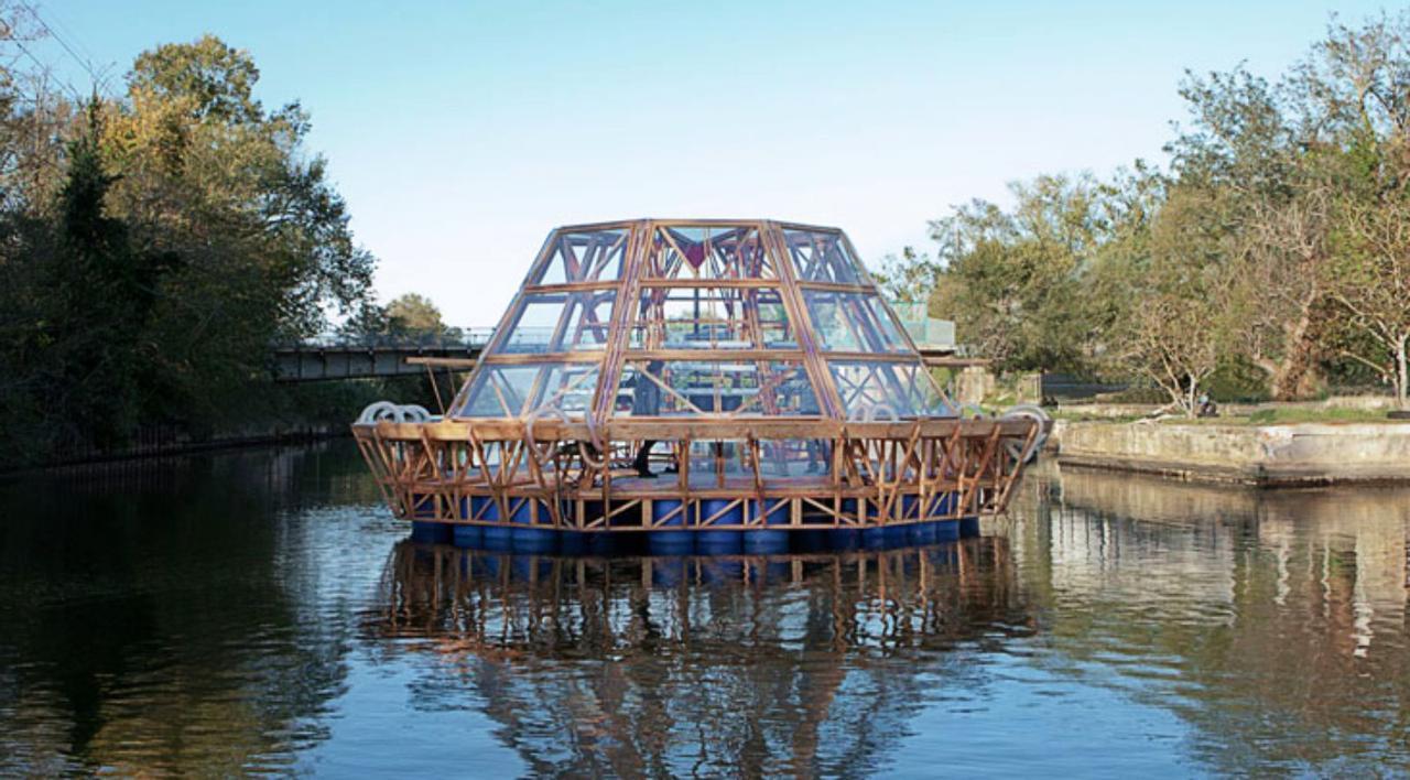 Баржа «Медуза» - модульная плавучая теплица, работает от солнечной энергии и очищает загрязненную воду