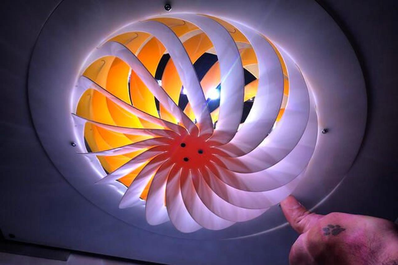 Технология Kiriform позволяет превращать плоские объекты в трехмерные формы