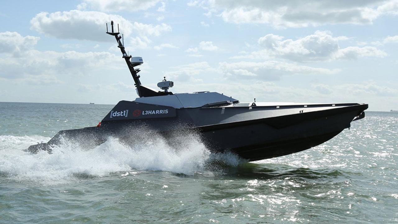 Для Британского Королевского флота создали автономный, роботизированный катер быстрого реагирования «Madfox»