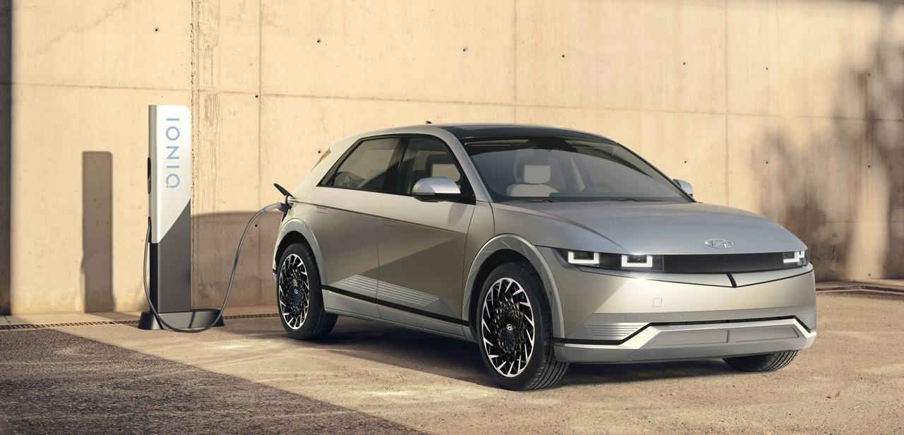 Hyundai Ioniq 5 показал видео, как автомобиль заряжается всего за 18 минут, впечатляющая скорость зарядки