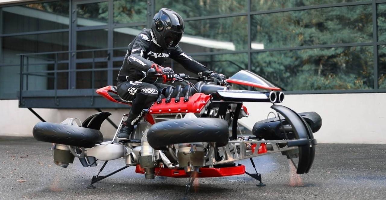 На мотоцикле La Moto Volante можно ехать по дороге, а застряв в пробке, поднятся в воздух