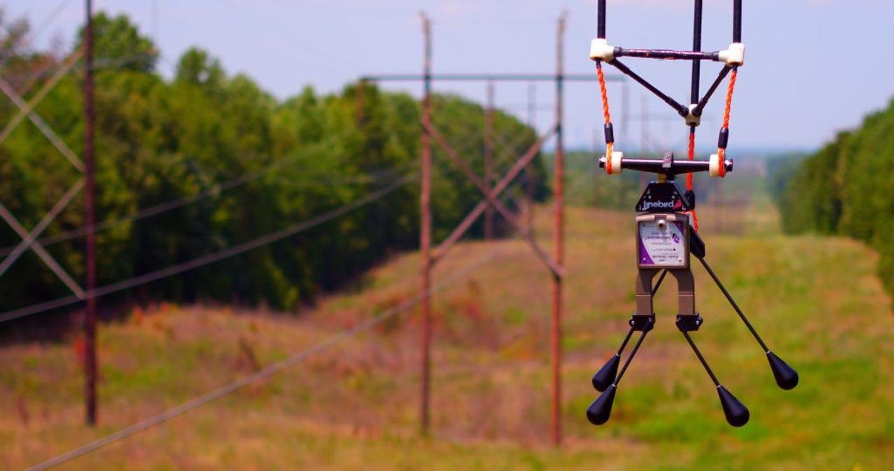 Проверять линии электропередач под напряжением будут дроны