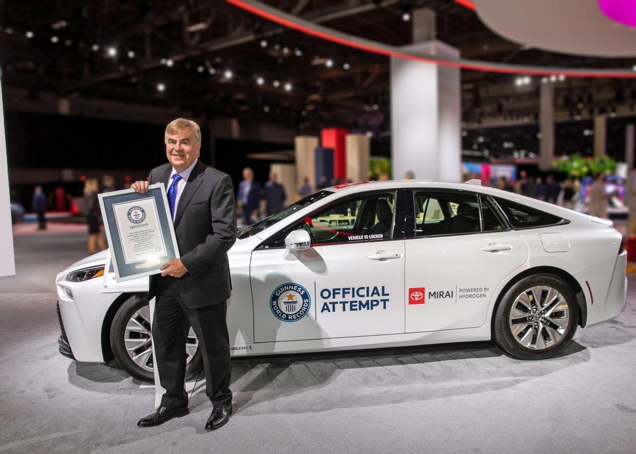 Автомобиль Toyota Mirai, на водородном топливе, установил новый рекорд, проехав 1360 км на 5,65 кг водорода