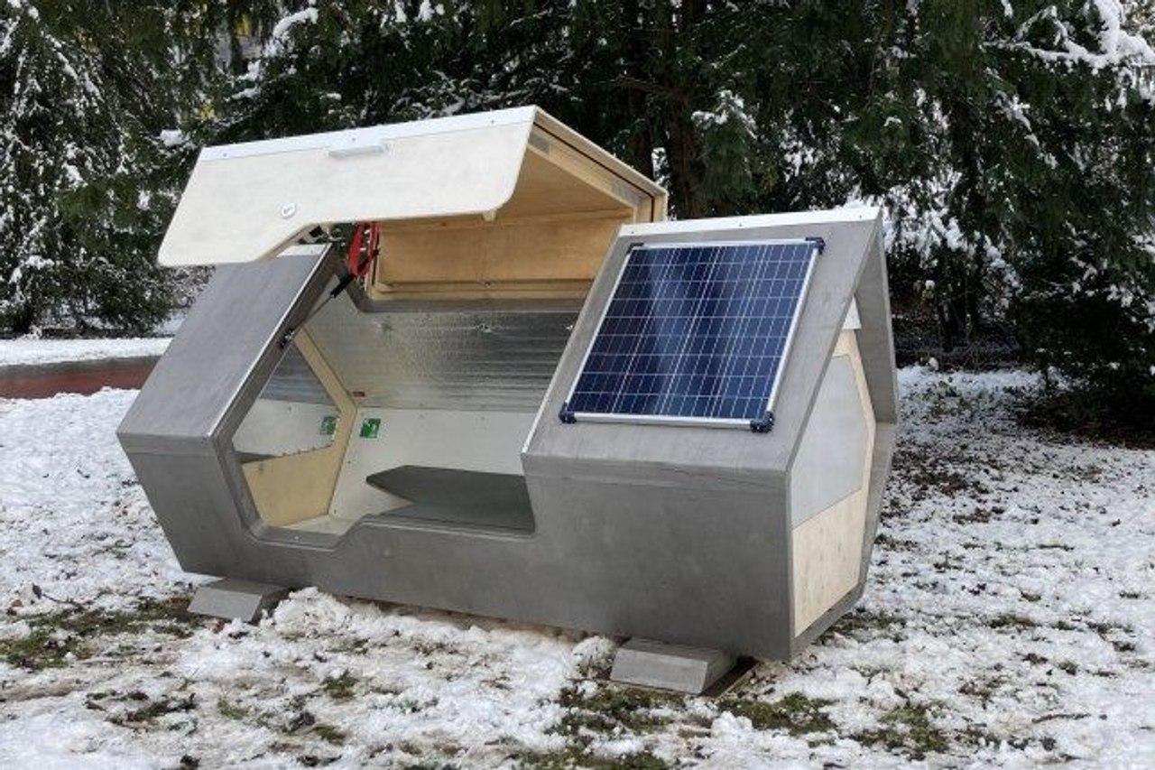В Германии создали спальные капсулы на солнечных батареях для защиты бездомных от морозов