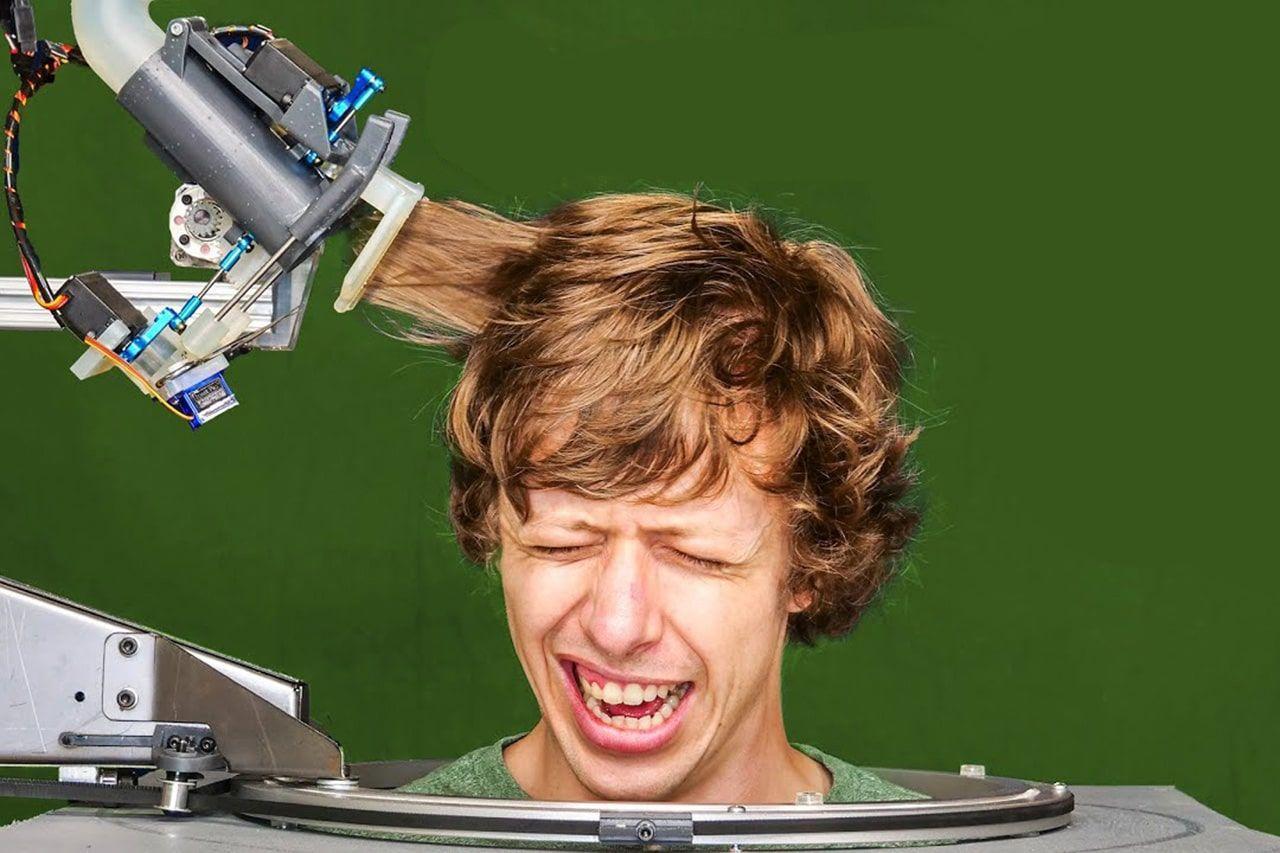 Молодой инженер Шейн Уайтон создал робота-парикмахера, который стрижет волосы