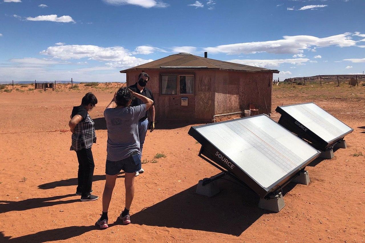 Гидропанели на солнечных батареях собирают до 10 литров питьевой воды в день из воздуха