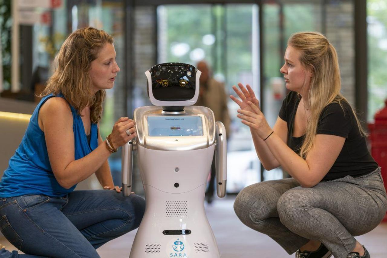Робот SARA – медицинский ассистент поможет медикам и пациентам