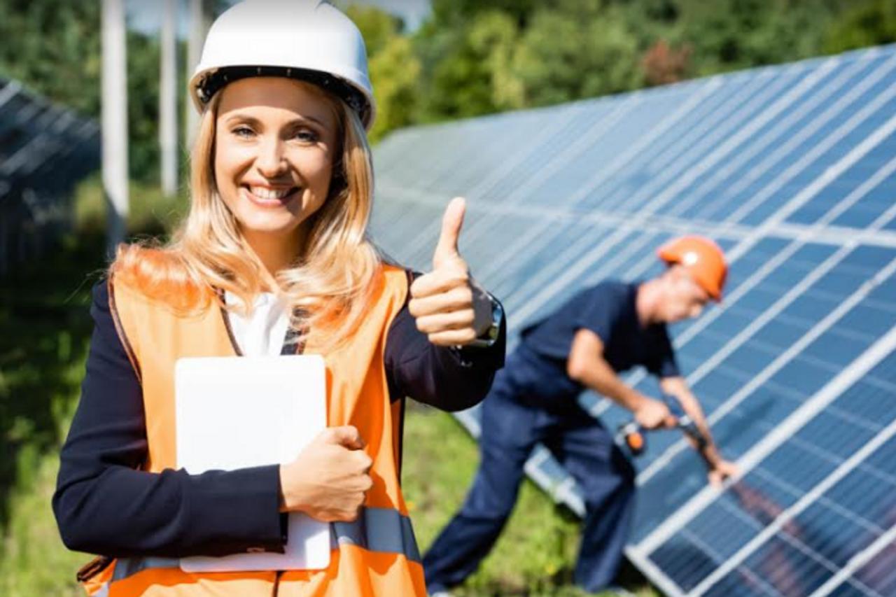 Учителям повысили зарплату, школа зарабатывает на солнечной электростанции размещенной на ее территории