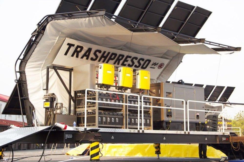 Мобильный завод по переработке отходов превращает мусор в плитку