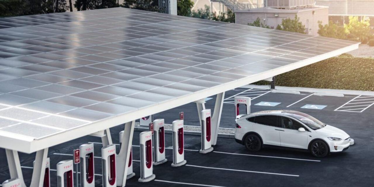 Все зарядные станции Tesla будут работать на возобновляемых источниках энергии