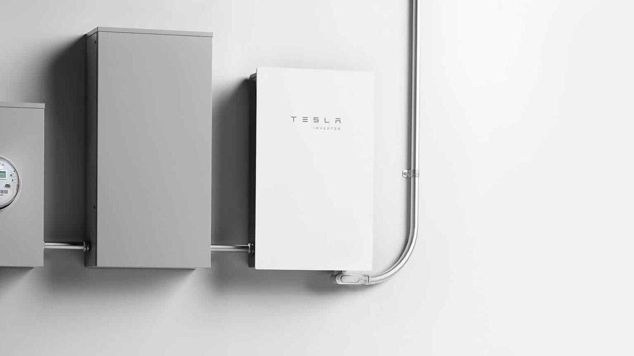 Tesla выпустил собственный солнечный инвертор