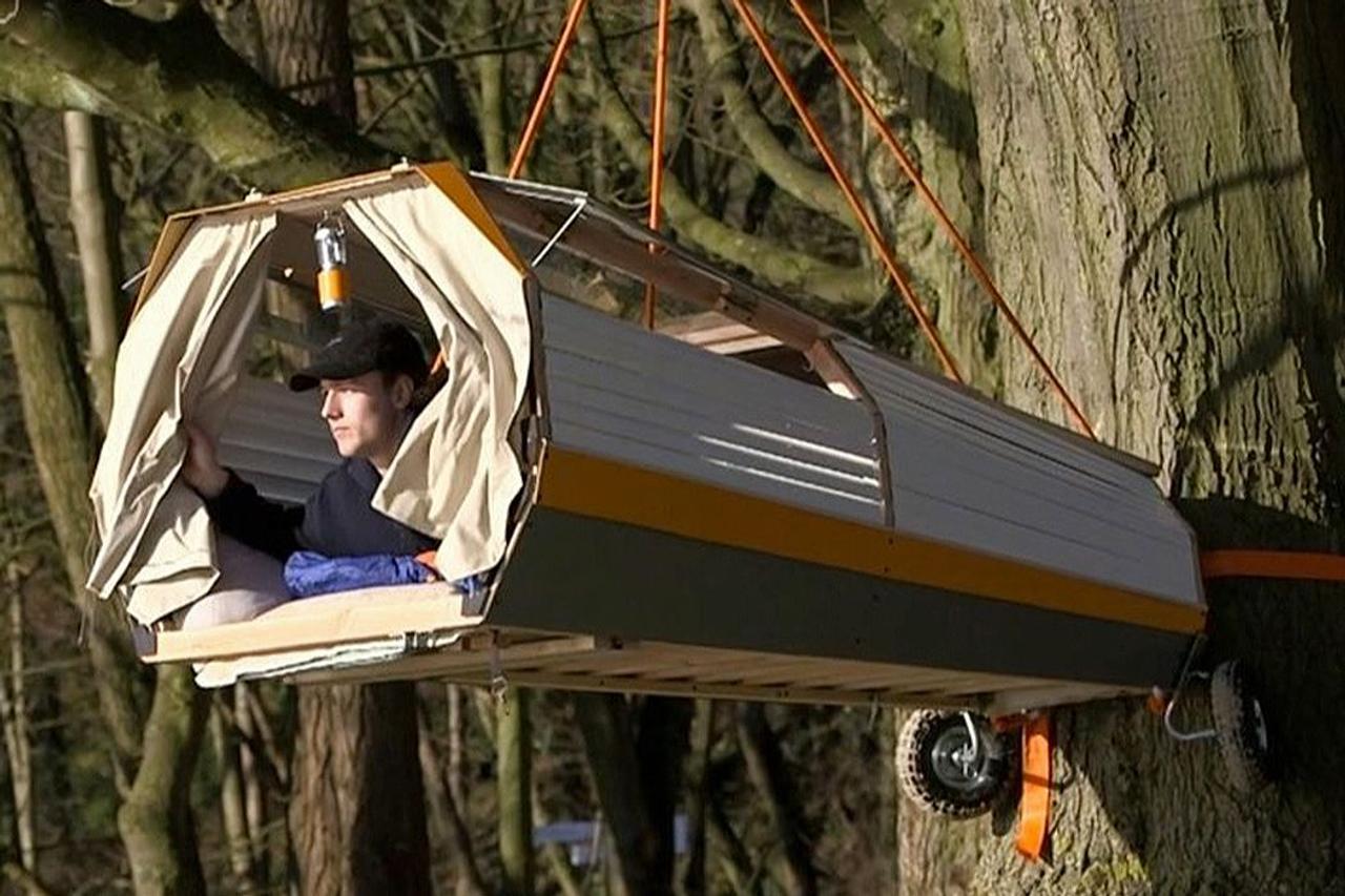 Студент - дизайнер создал домик на дереве, который можно перевозить во время путешествия