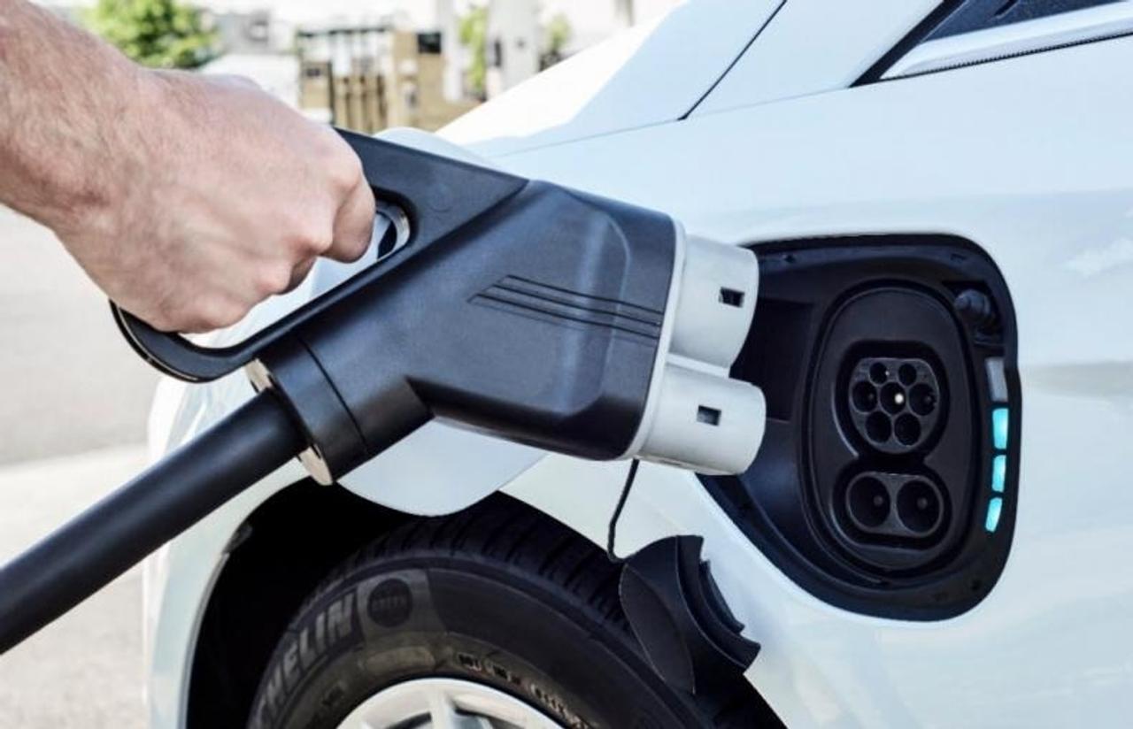 Аккумуляторная батарея типа «сэндвич» сможет заряжать электромобиль всего за 10 минут и увеличит срок службы