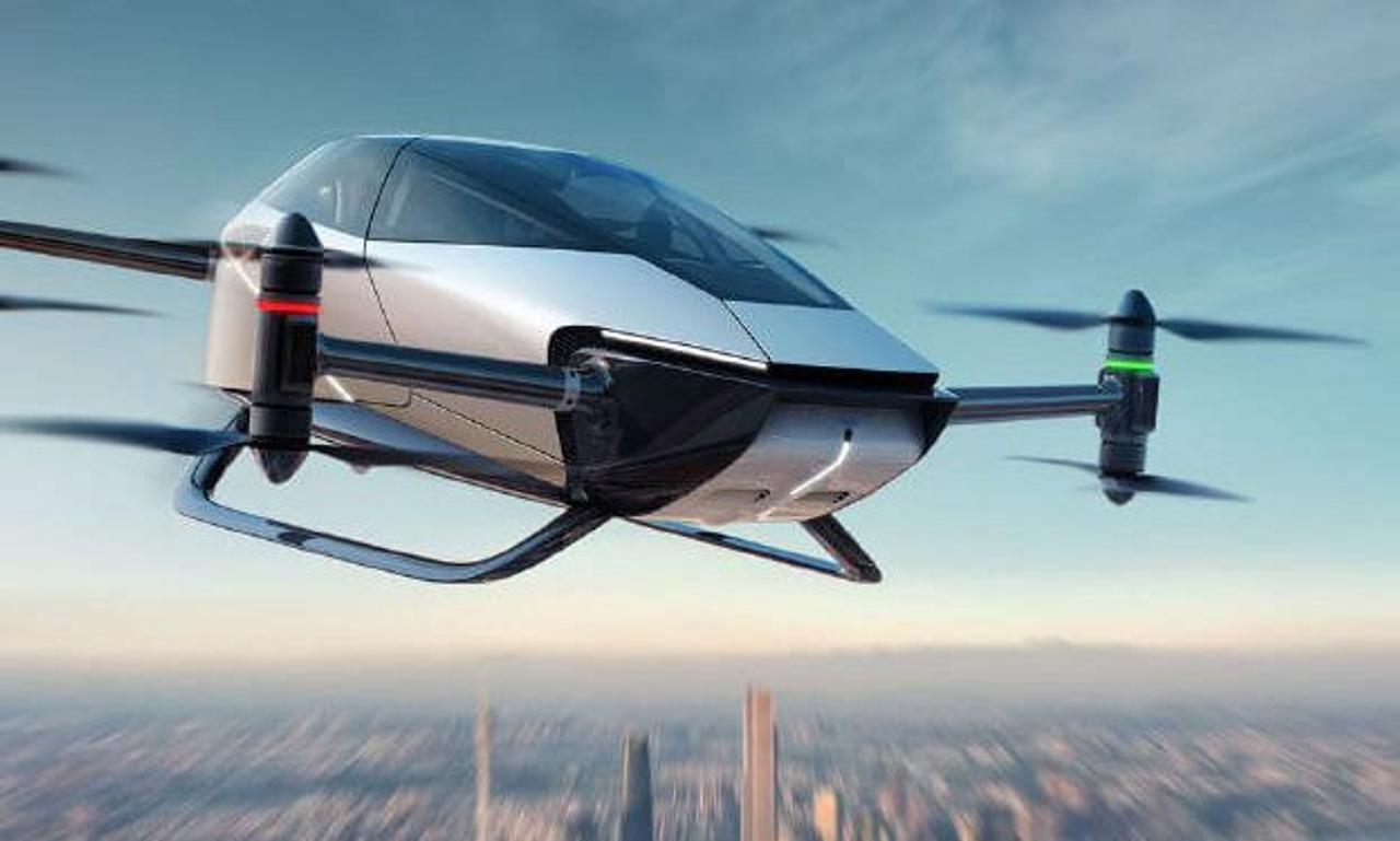 Летающий автомобиль Voyager X2 начал полеты над городами в Китае