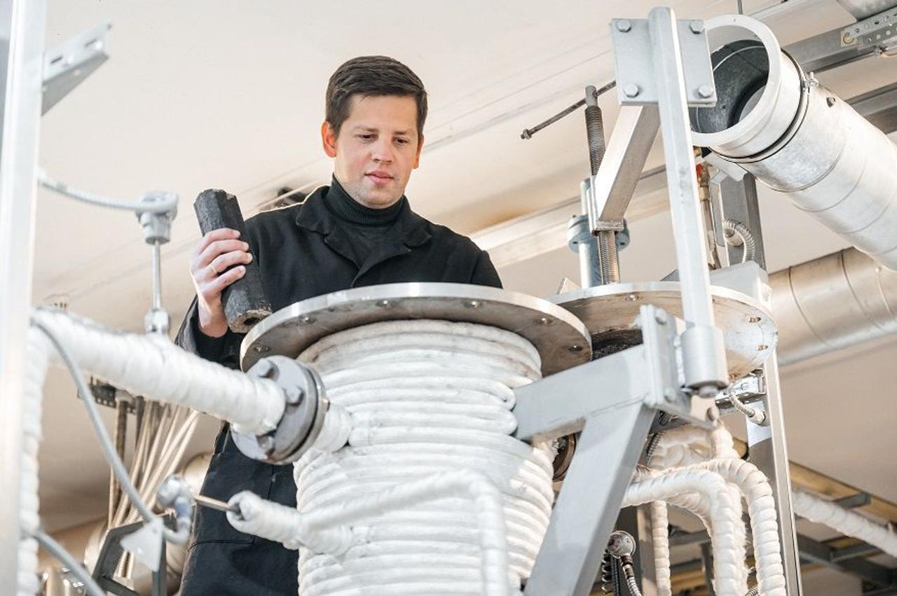 Ученые ТПУ создали метод получения водорода из твердых отходов - опилок, шлама и старых покрышек