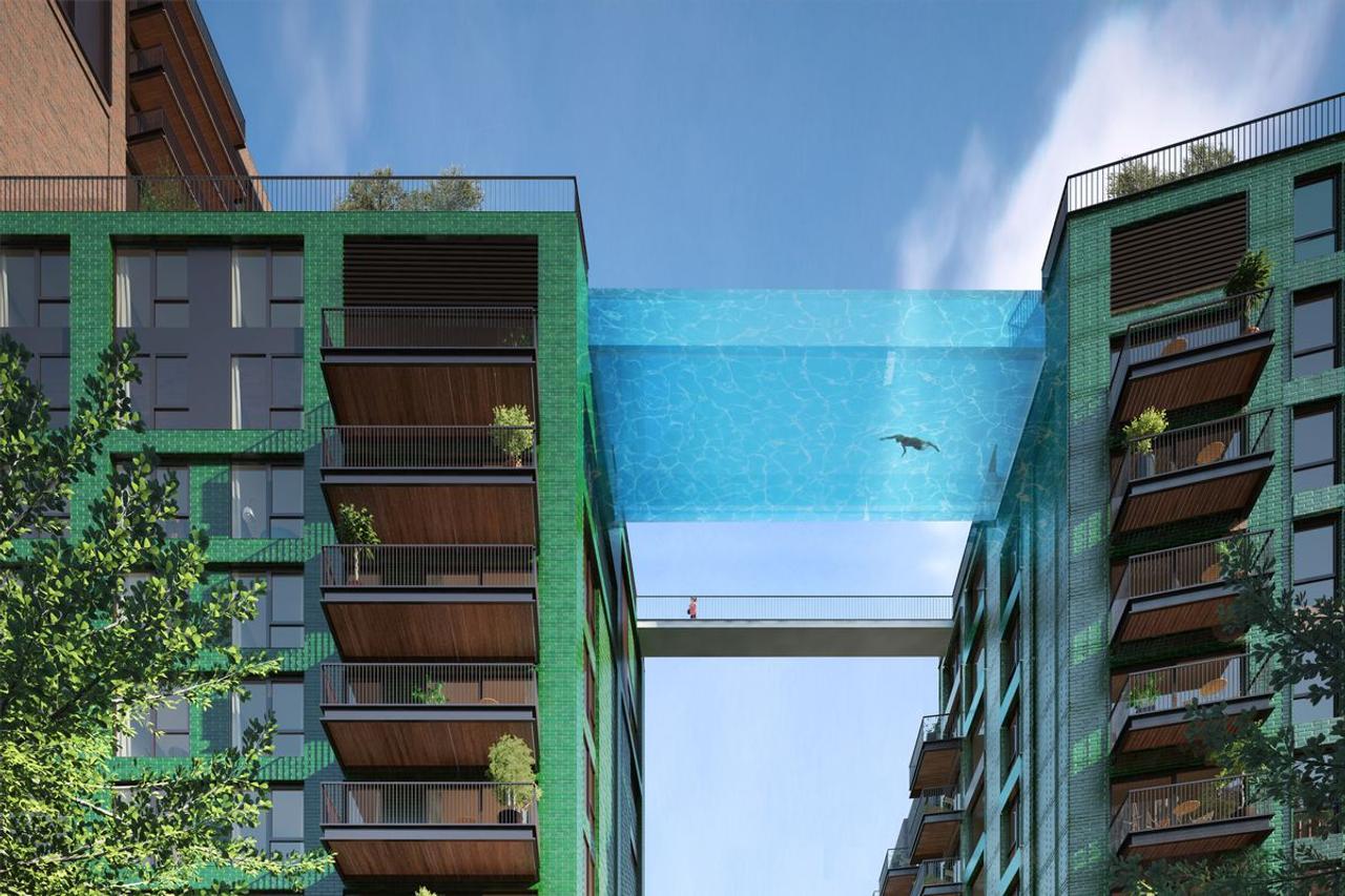 Здания в Лондоне соединил прозрачный 25-метровый бассейн