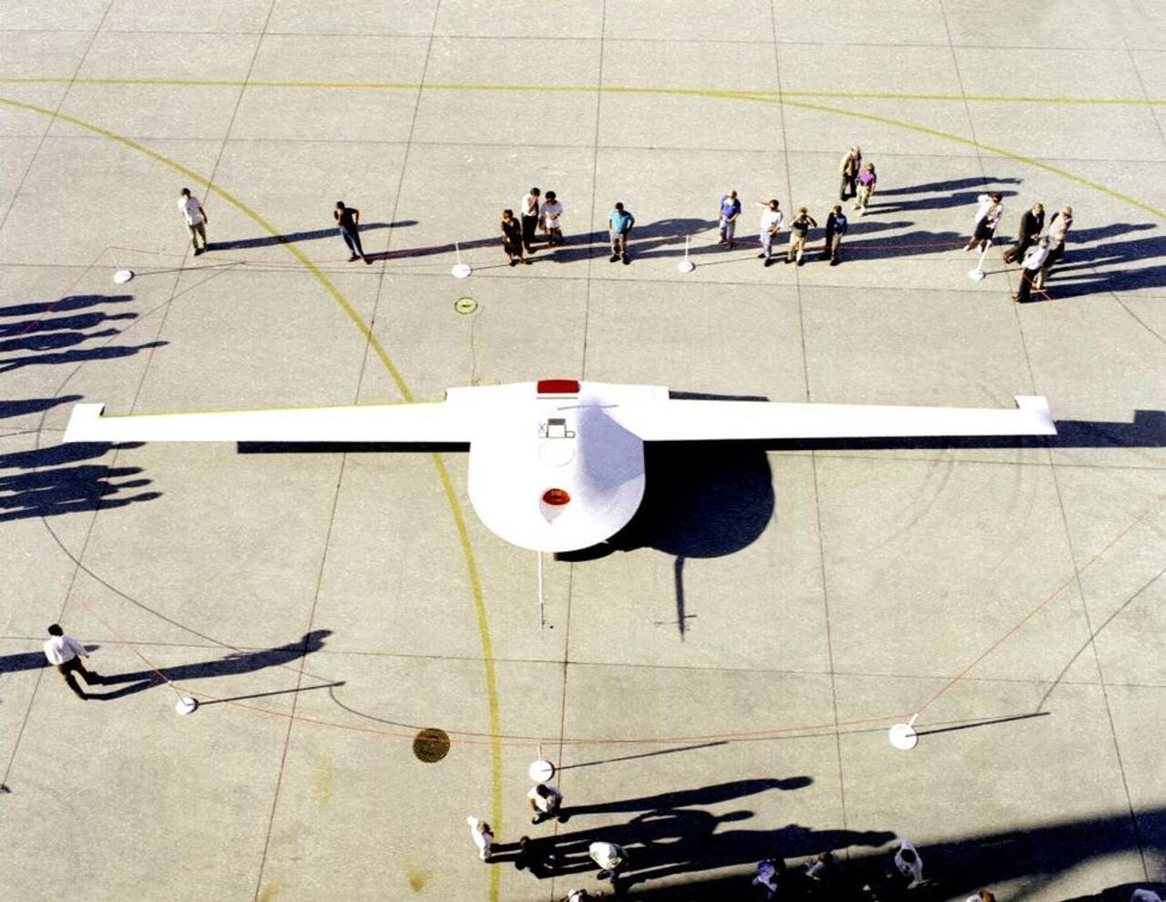 Skunk Works испытывает секретный, беспилотный самолет - шпион Speed Racer