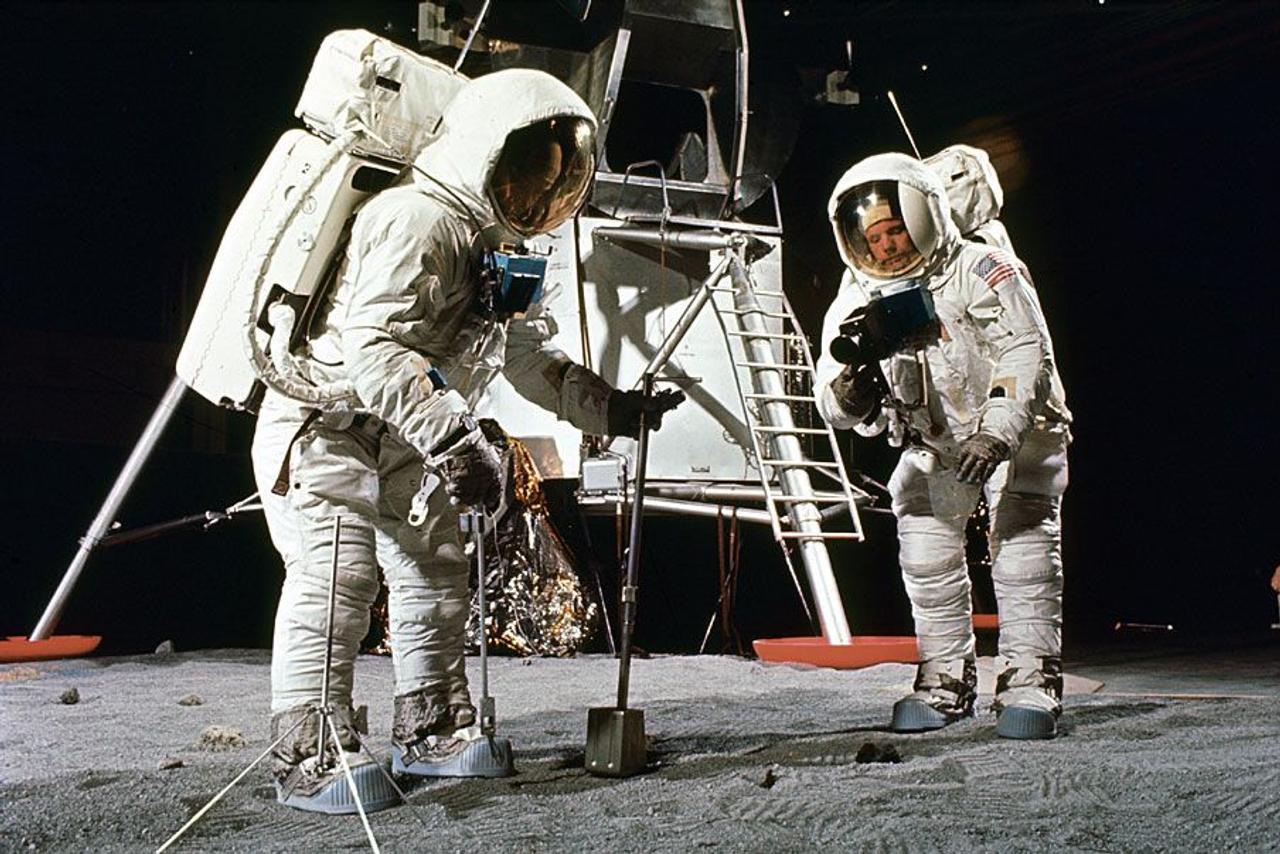 Будущие космонавты смогут добывать воду и кислород из лунного грунта