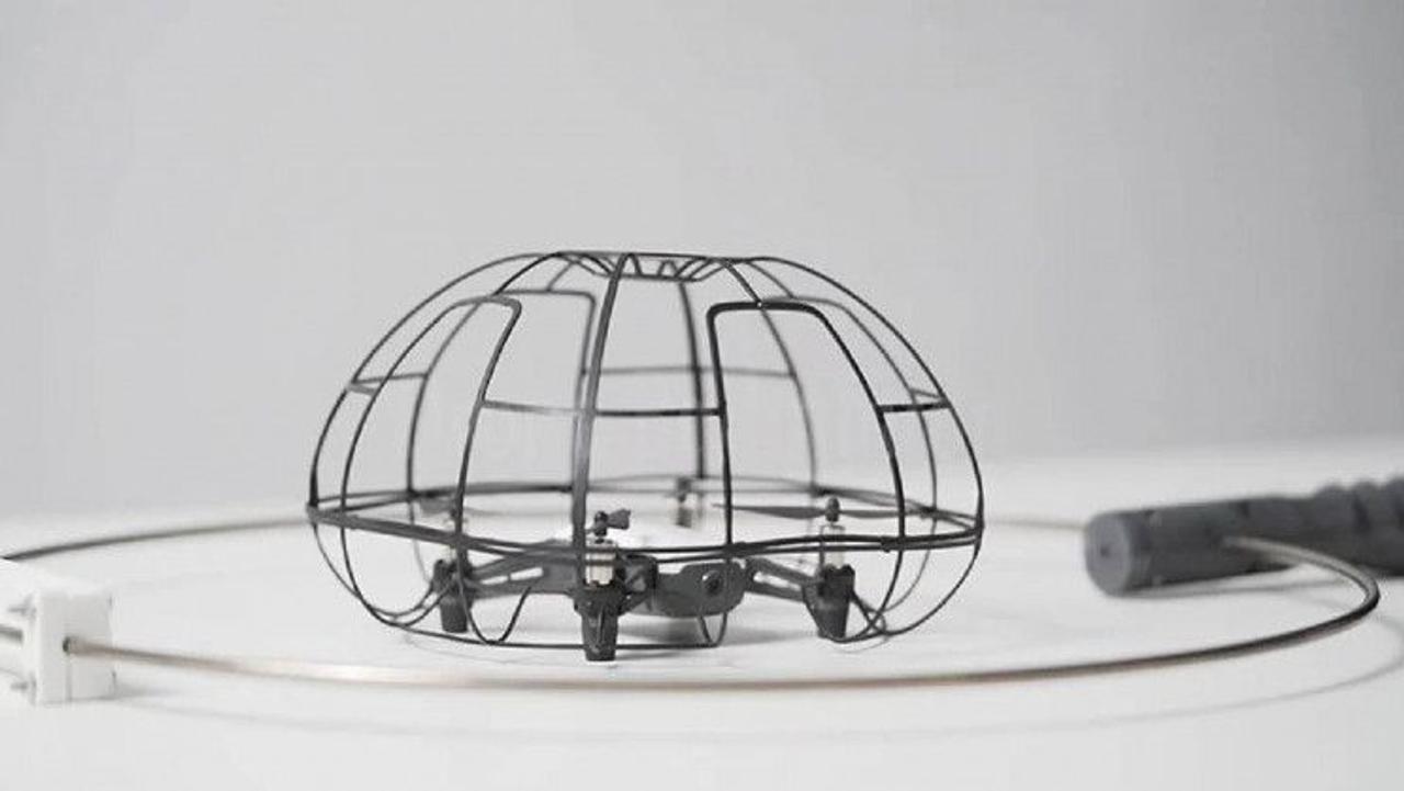 Шумный дрон в бадминтоне: новая инновационная игра для слабовидящих людей