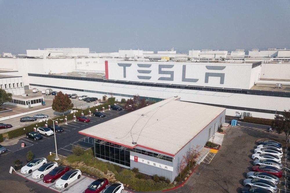 Компания Tesla показала видео производства аккумуляторов для электромобилей