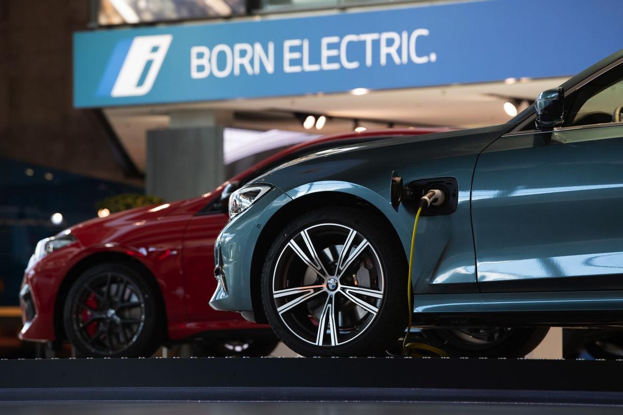BMW разрабатывает «умную» систему для зарядки электромобилей дешевой электроэнергией