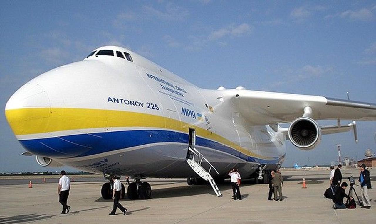 Главный пилот Дмитрий Антонов показал уникальные ракурсы полета самого большого самолета в мире Ан-225 Мрия