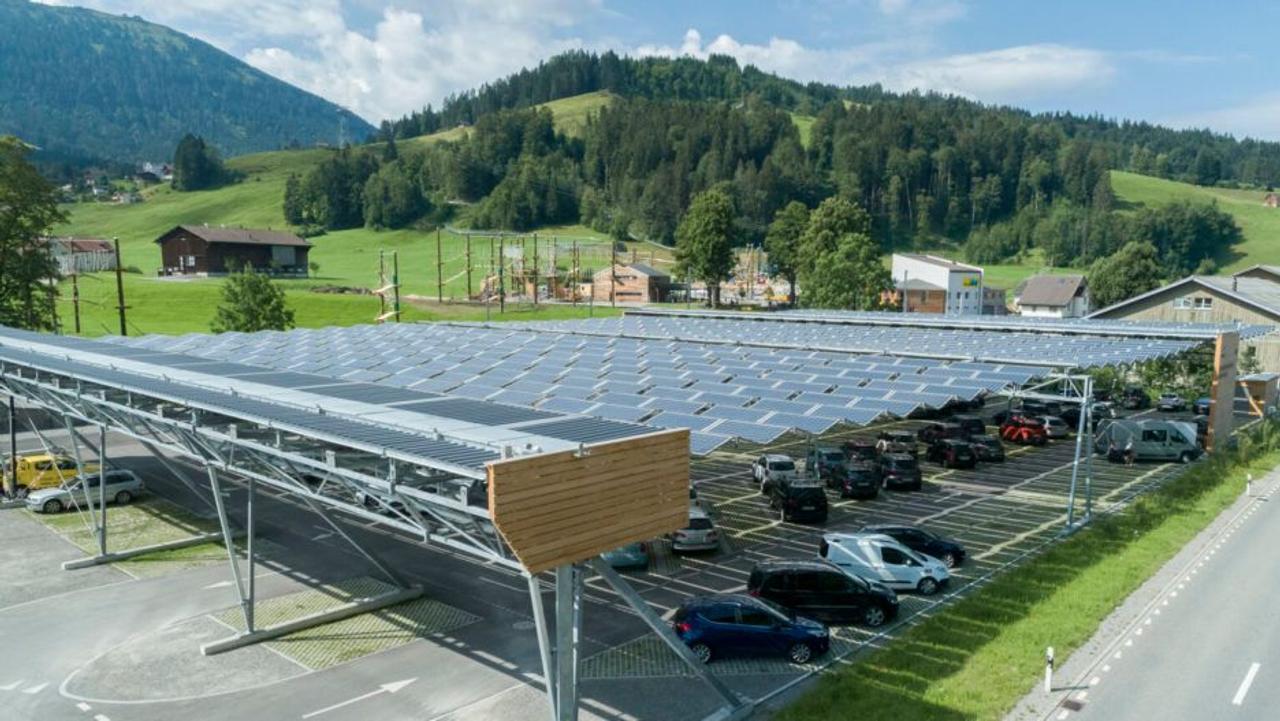 Выдвижная крыша из солнечных батарей Horizon, отличное решение для автостоянок электромобилей