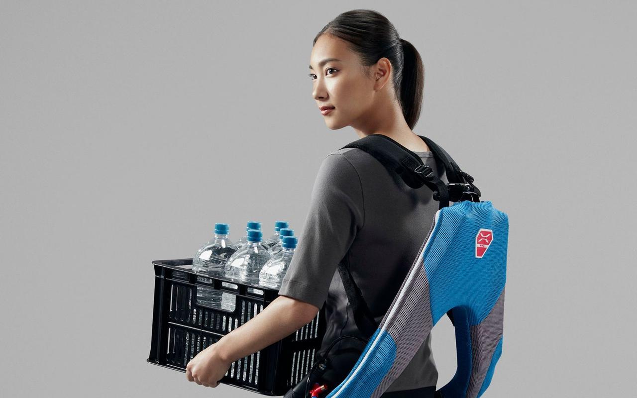 В Японии разработали бюджетный экзоскелет для рабочих, он помогает снизить нагрузку при поднятии тяжести