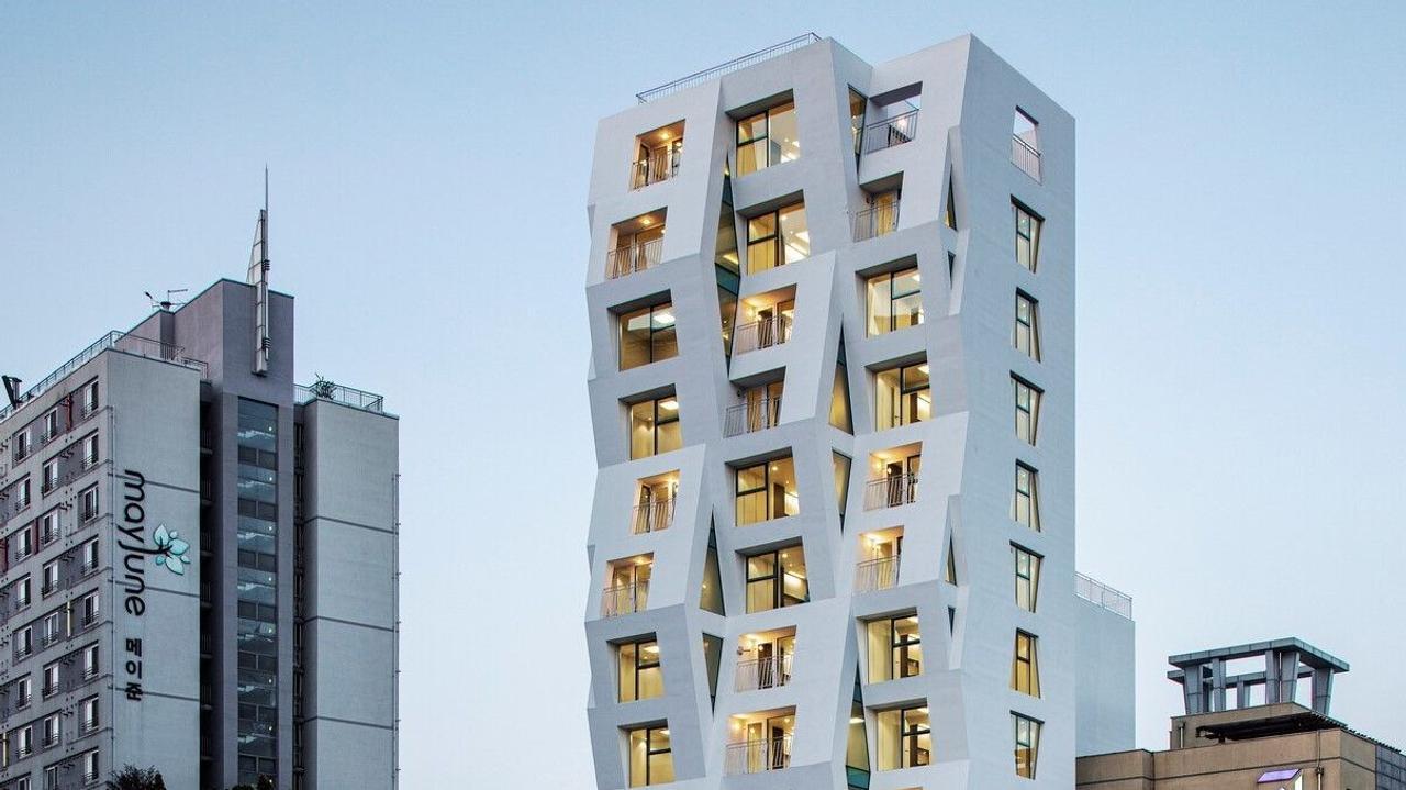 Корейская многоэтажка Tri_poly – универсальное здание, которое исполняет сразу три архитектурные функции