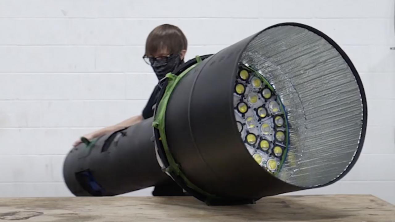 Инженер из Канады создал самый яркий фонарик в мире, с 300 светодиодами и попал в Книгу рекордов Гиннеса