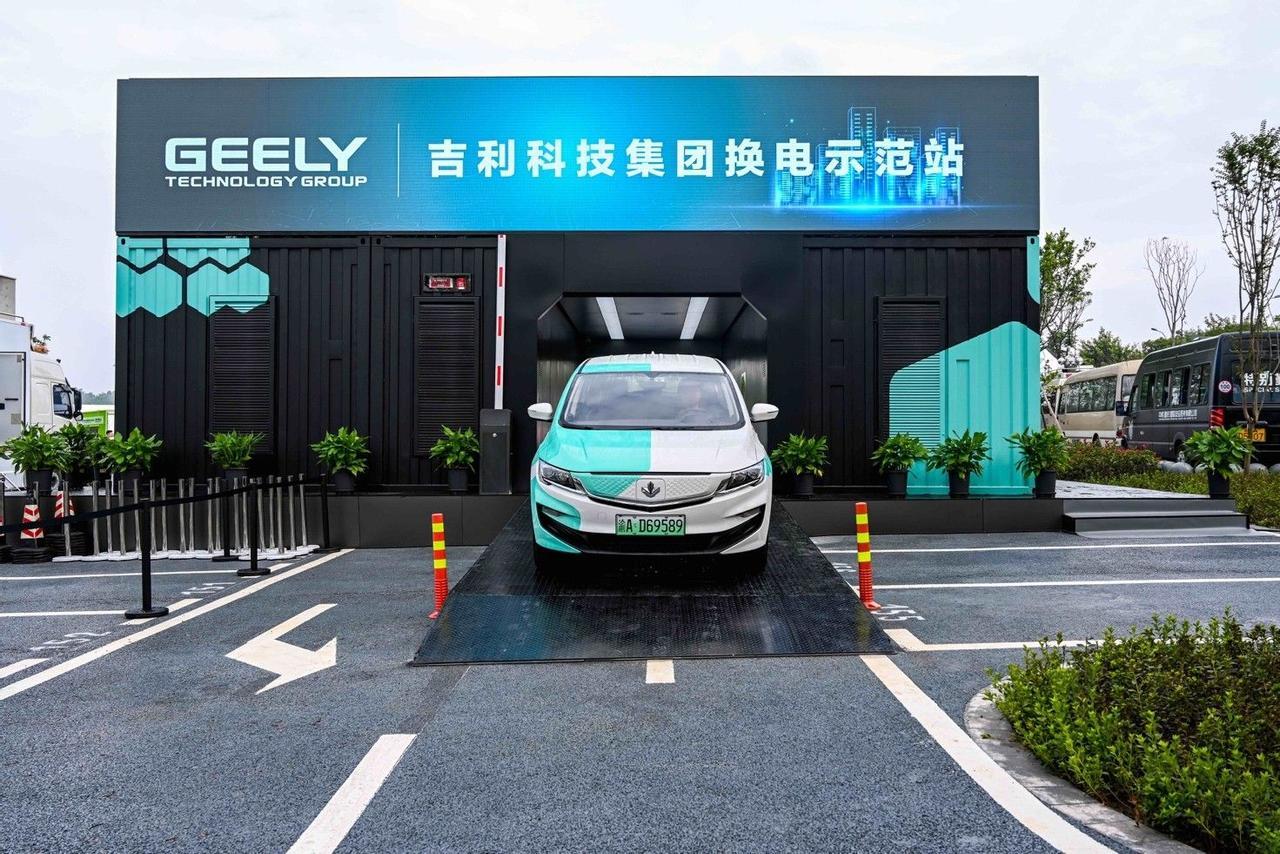 Замена аккумулятора всего 1 минута, в Китае создали станции автоматической замены батарей на электромобилях