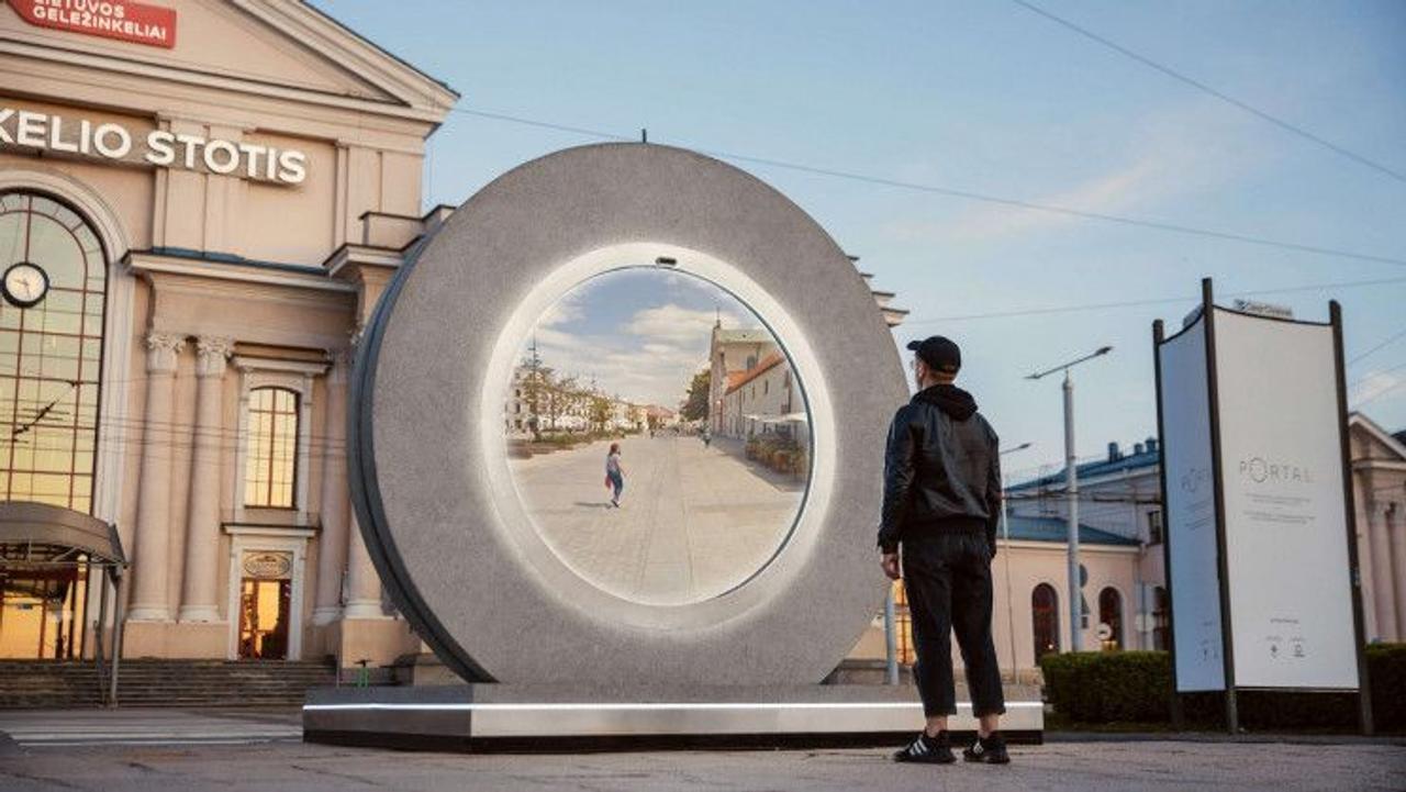 Футуристический «портал» соединил города на расстоянии 606 км в режиме реального времени