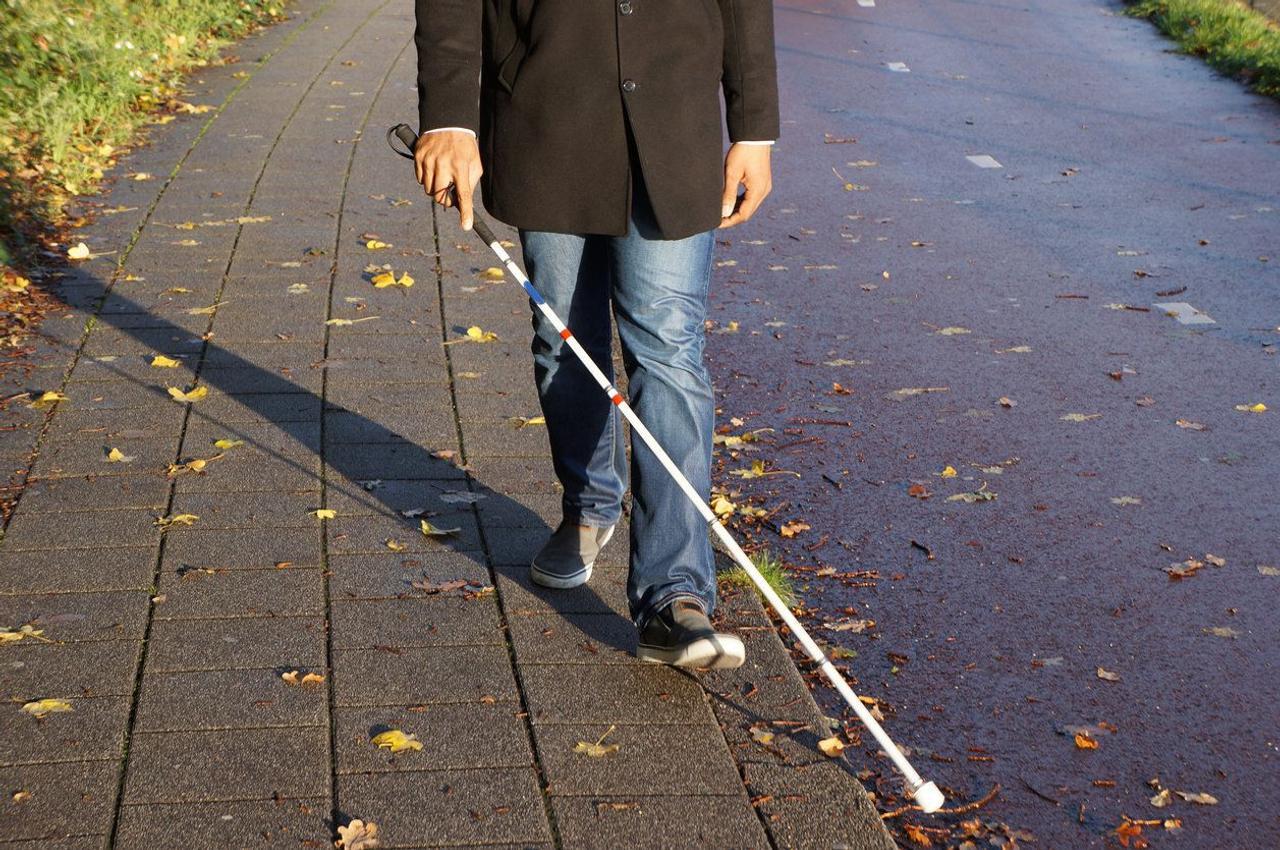 Роботизированная трость White cane для людей с ограниченным зрением гарантирует ориентацию в пространстве благодаря 3D-камере