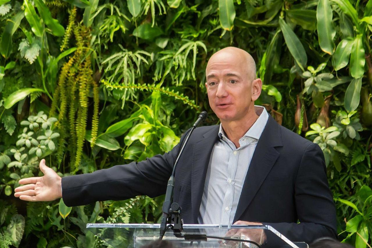 На что фонд Amazon Bezos Earth Fund потратит 10 миллиардов долларов до 2030 года?