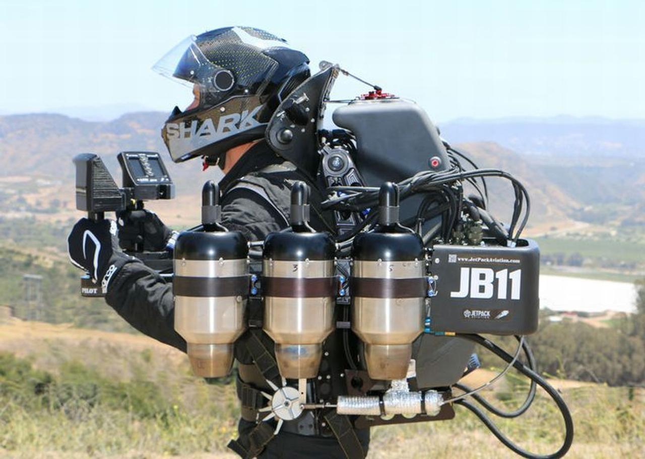 «Военные заказчики» начали закупать реактивные ранцы с большой продолжительностью полета JetPack Aviation