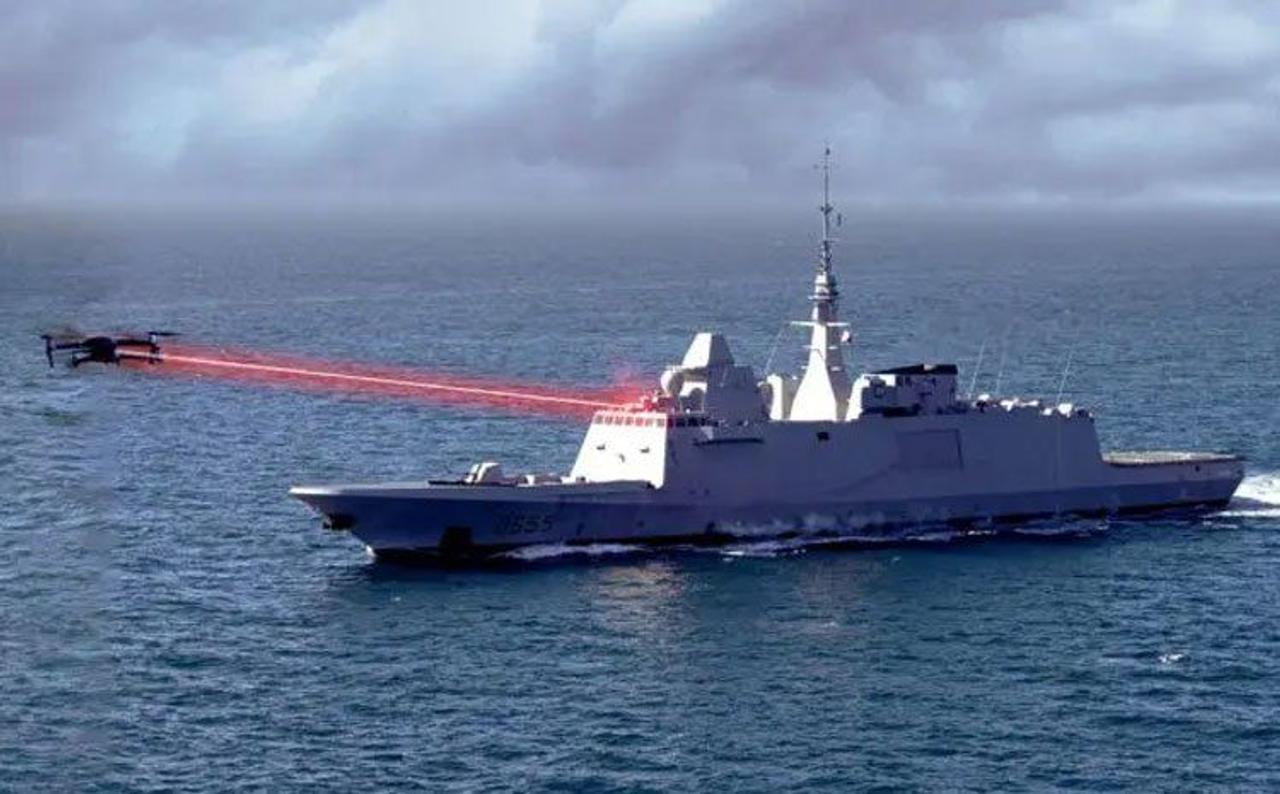 ВМС Франции показали как будут уничтожать дроны боевым лазером