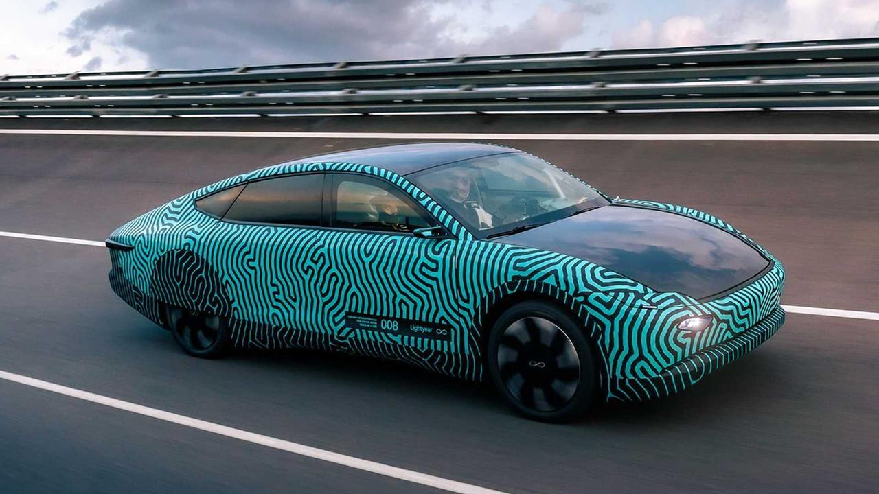Автомобиль на солнечных батареях Lightyear проехал 710 км на одном заряде аккумулятора