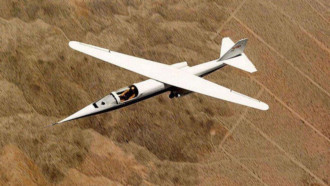 NASA AD-1, единственный в мире реактивный самолет с асимметричным поворотным крылом «ножничными крыльями»