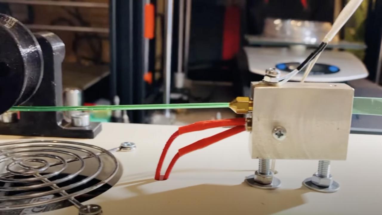 Интересный проект! Робот PetBot перерабатывает пластиковые бутылки в нити для 3D печати