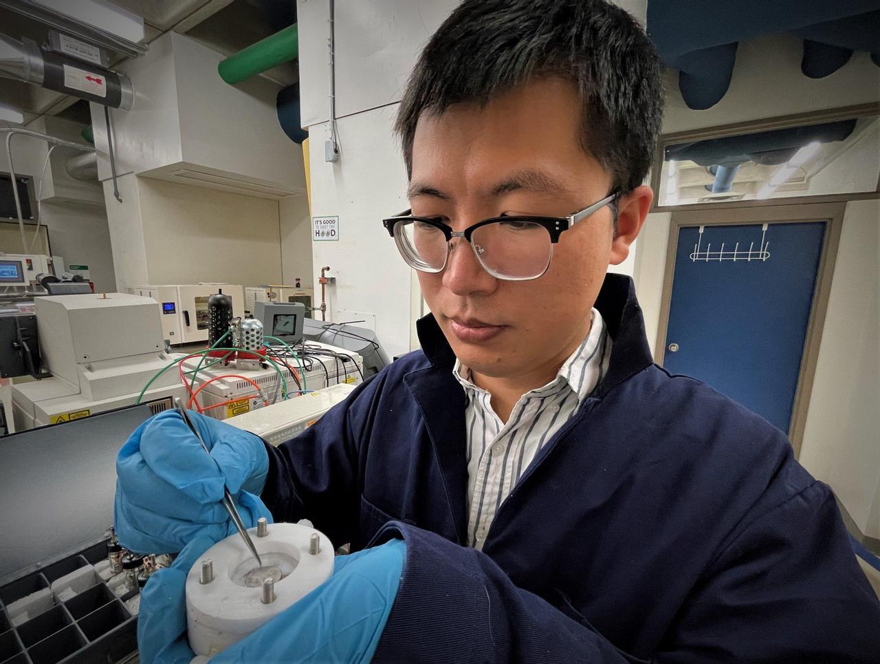 Благодаря новой разработке инженера Тао Гао, аккумуляторы для электромобиля можно зарядить за 10 минут
